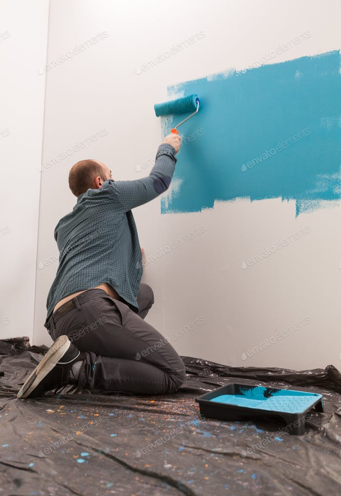 Decorating the room with blue paint