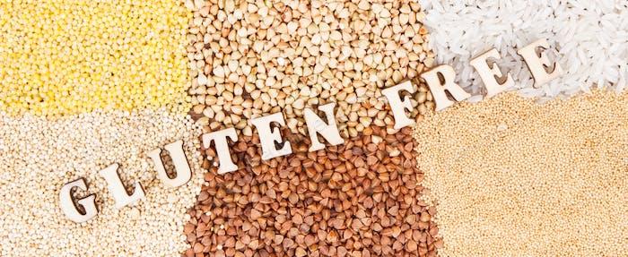 Glutenfreie Inschrift mit Reis und Grütze, gesundes Lebensmittelkonzept