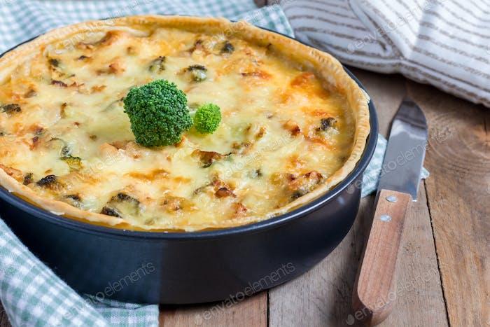 Quiche Lorraine mit Huhn, Pilzen und Brokkoli