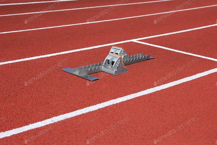 Leichtathletik Startblöcke auf Rennstrecke