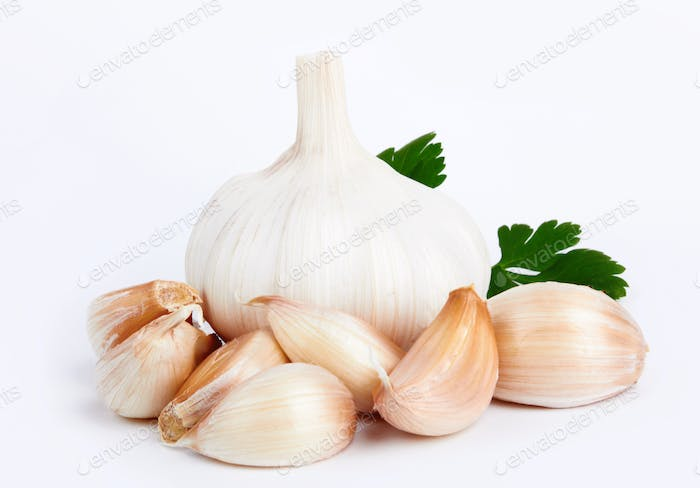 garlic with leaves