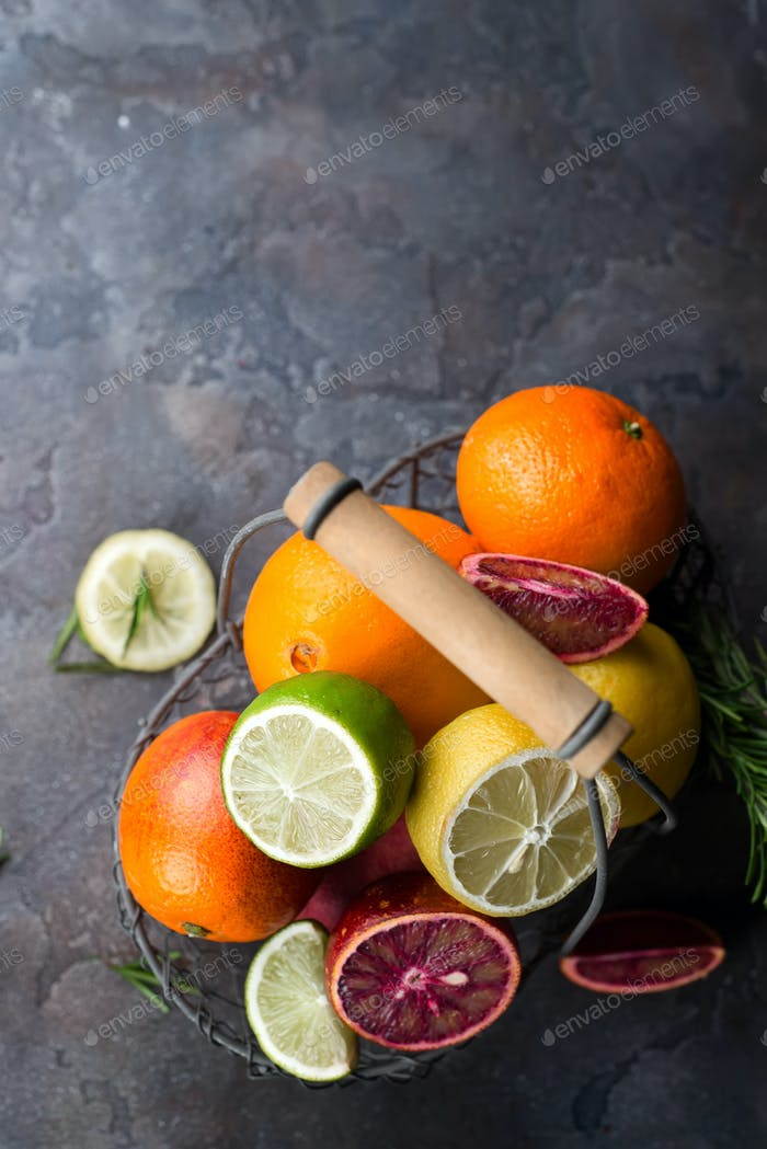 Свежие сочные цитрусовые фрукты