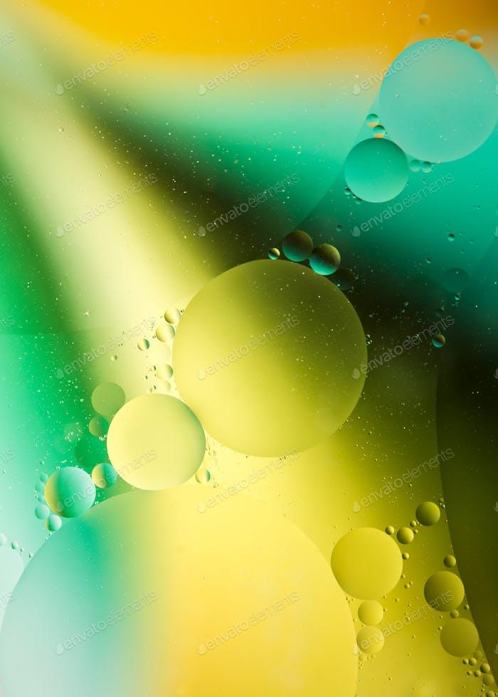 Öltropfen auf Wasser