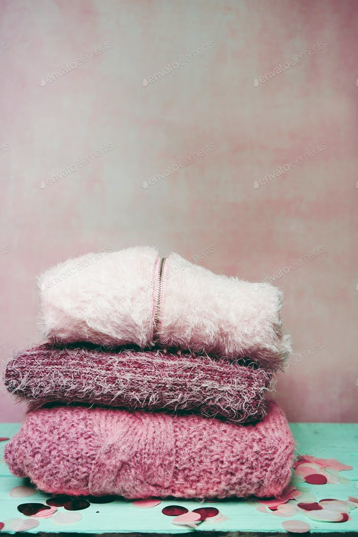 Beautiful woolen sweaters in pink tones