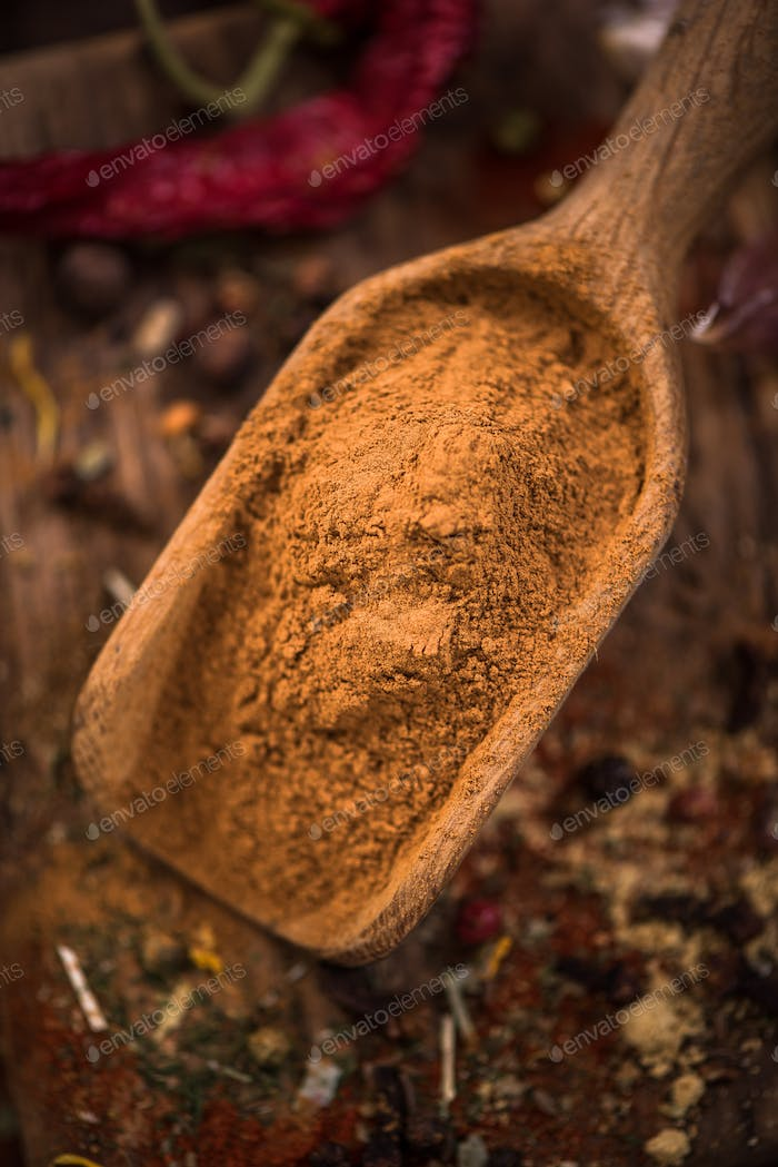 Dried and grinded cinnamon on wooden spoon
