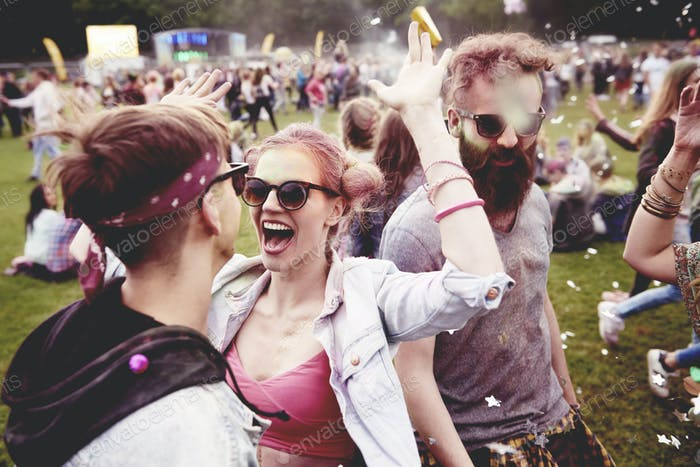 Good vibes only with friends at the festival
