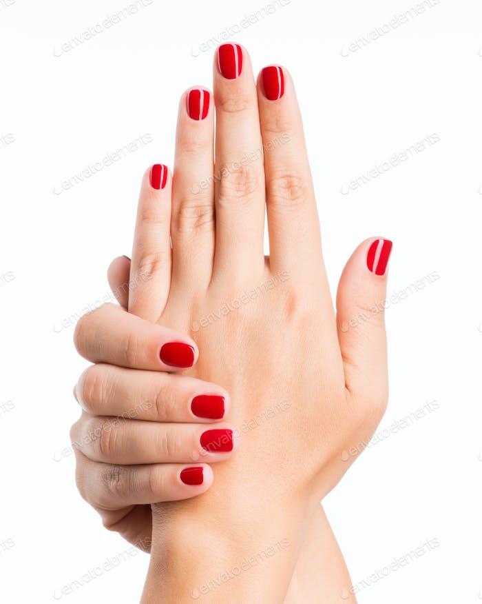 Nahaufnahme Foto einer weiblichen Hände mit roten Nägeln