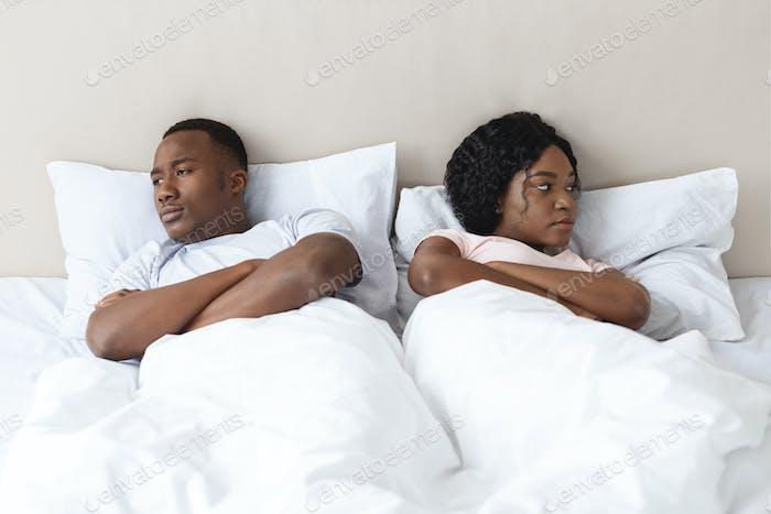 Молодая замужняя афроамериканская пара после боя