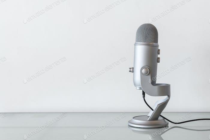 Studio-Mikrofon zum Aufnehmen eines Podcasts