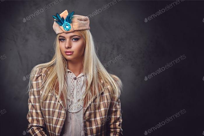 Studio-Porträt der altmodischen Blondine.