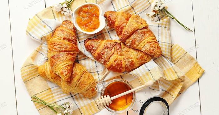 Croissants und Gewürze Zusammensetzung