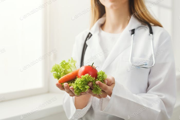 Unrecognizable nutritionist woman with vegetables