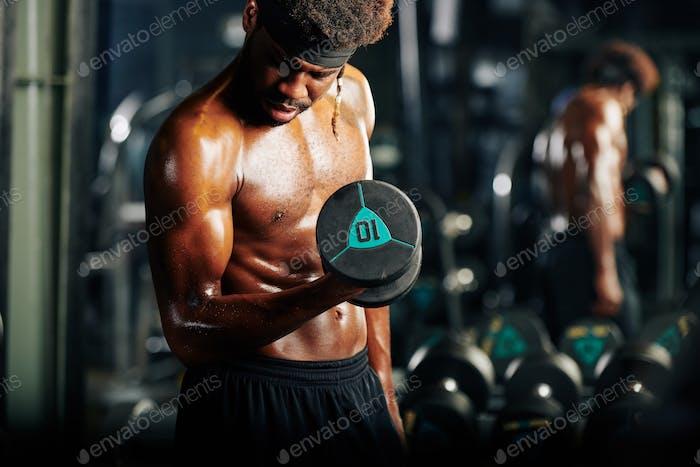Sportsman getting biceps pump