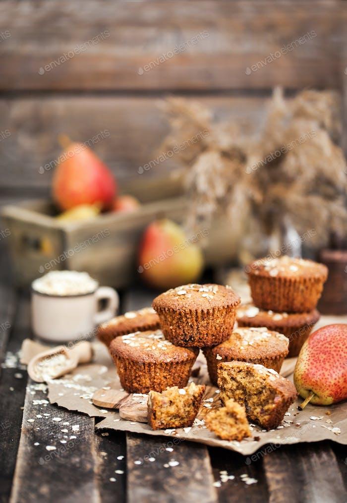 Frische hausgemachte leckere Hafer- und Vollkornmuffins