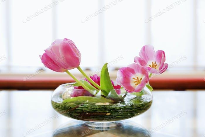 Schüssel mit Lilien