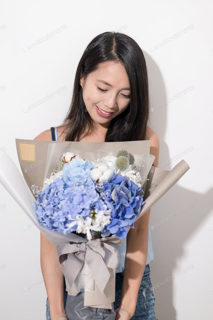 Woman holding a bouquet flower