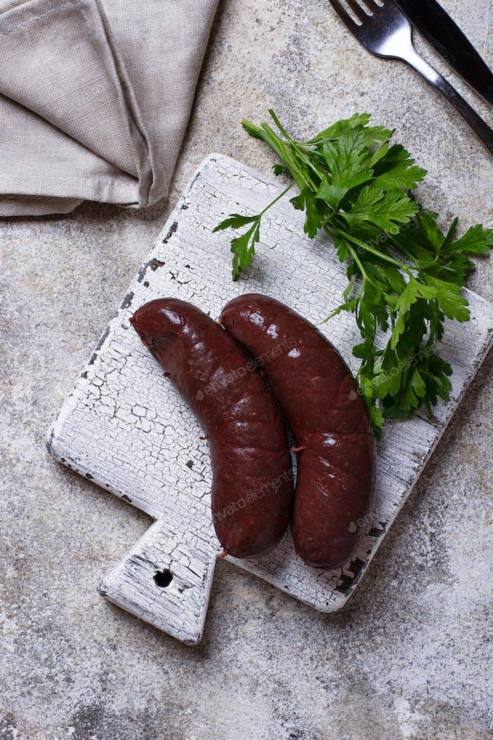 Hausgemachte ungekochte Schwarzpudding Würstchen
