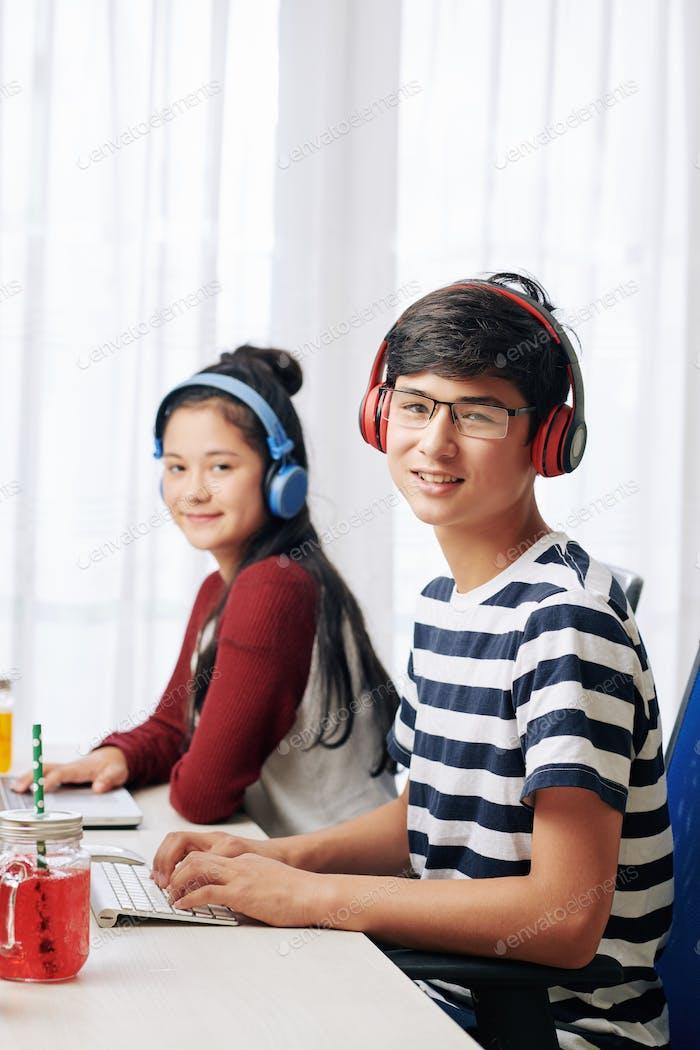 Programmierung Junge und Mädchen