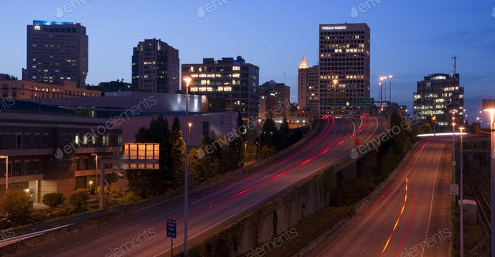 Interstate 705 City Center Tacoma Washington Skyline ay Dämmerung