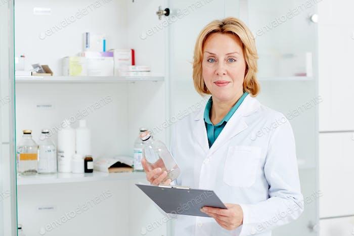 Krankenschwester bei Arbeit