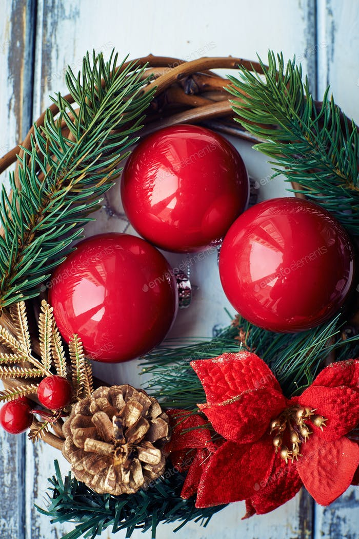 Decorative toy balls and wreath