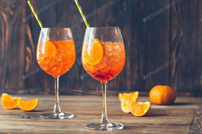 Gläser Aperol Spritz Cocktail