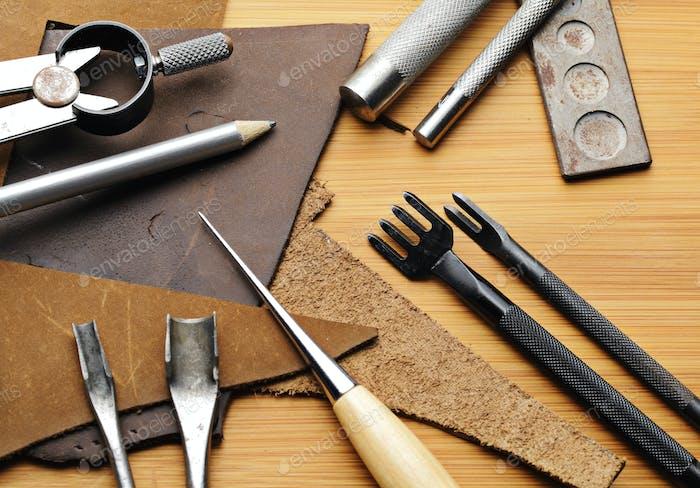 Handgefertigtes Kunstlederwerkzeug