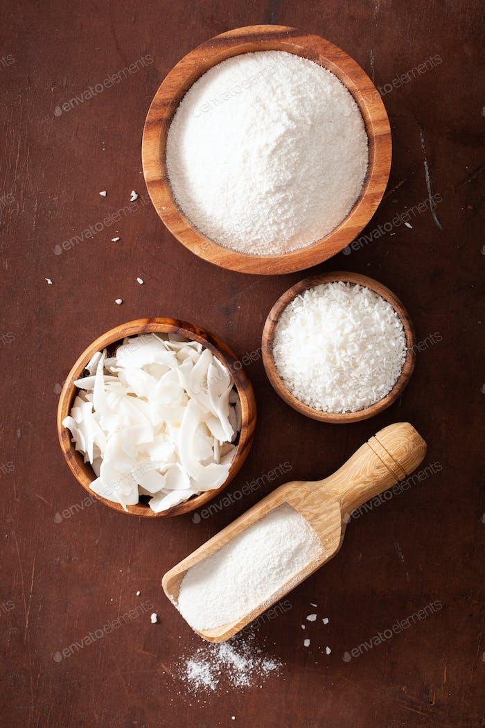 Kokosnussmehl und Flocken gesunde Zutat für keto paleo Diät