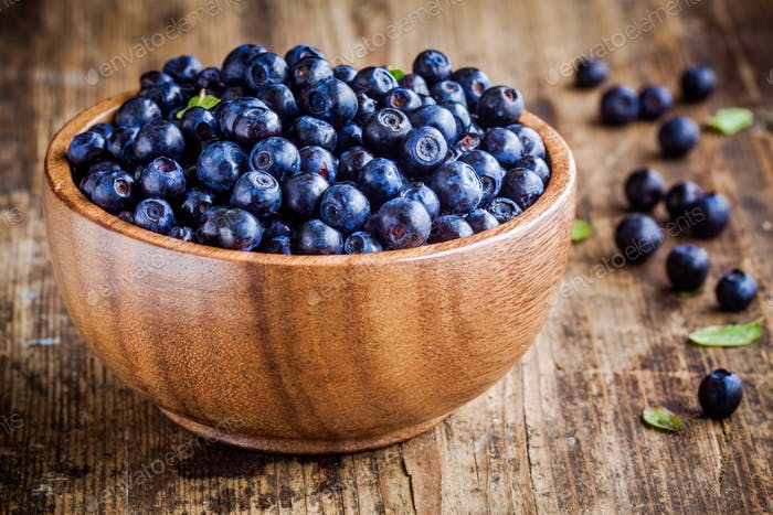 Fresh organic blueberries in a bowl