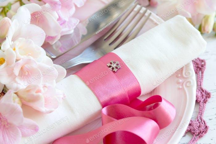 Festliche Hochzeit Tischdekoration in rosa