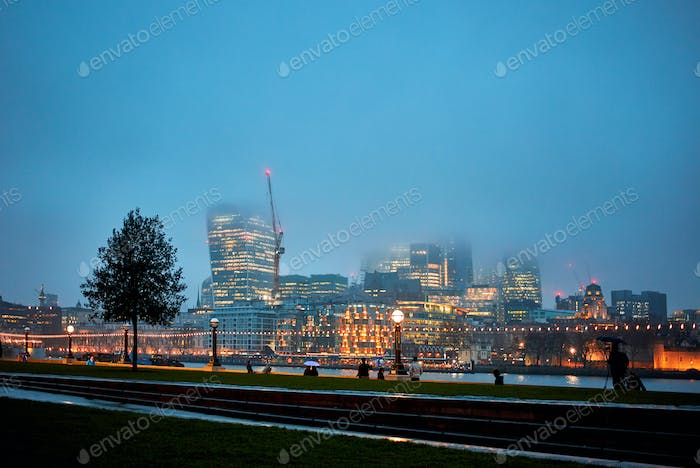 Night view of London at fog