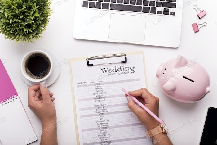 Planungsbudget vor der Hochzeit Schreiben Ideen auf Papier