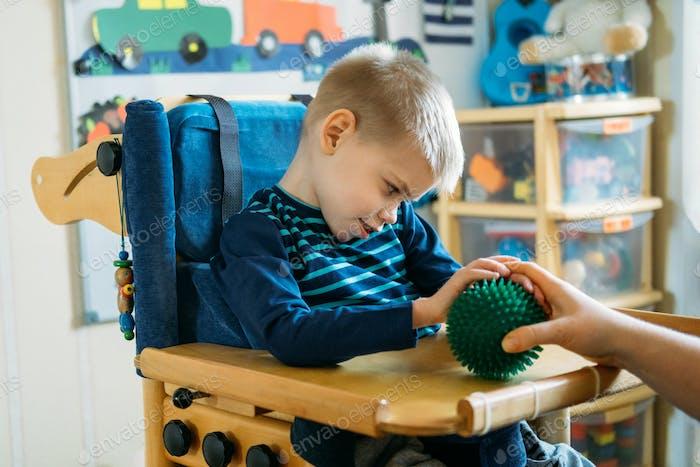 Sensorische Aktivitäten für Kinder mit Behinderungen. Vorschulaktivitäten für Kinder mit besonderen Bedürfnissen