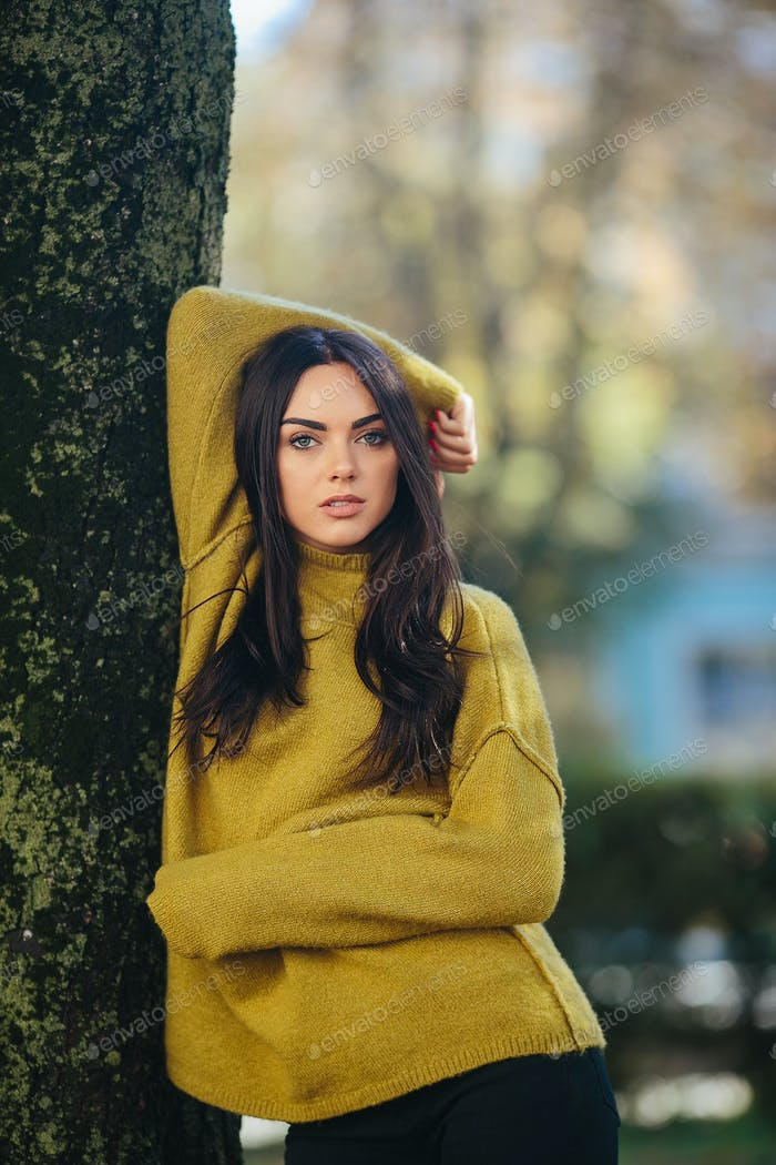Fashion girl posing in the park