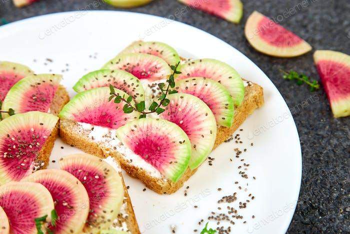 Toast with radish