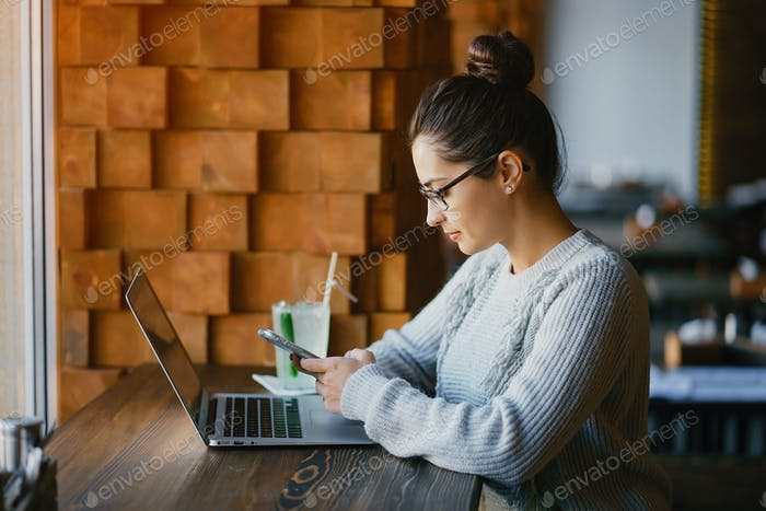 girl working on a laptop at a restaurant