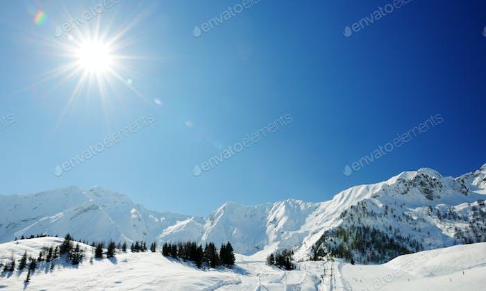 sonniger Tag in den Winteralpen