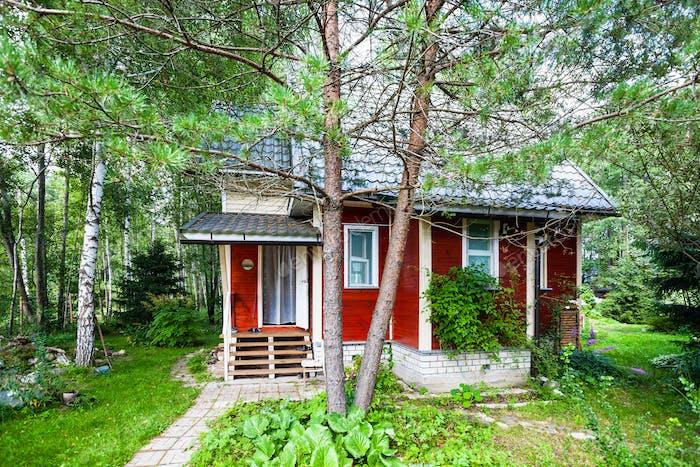 Kiefer und Holz Sommerhaus in Russland