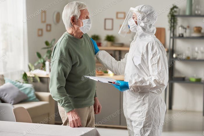 Medical exam of elderly man
