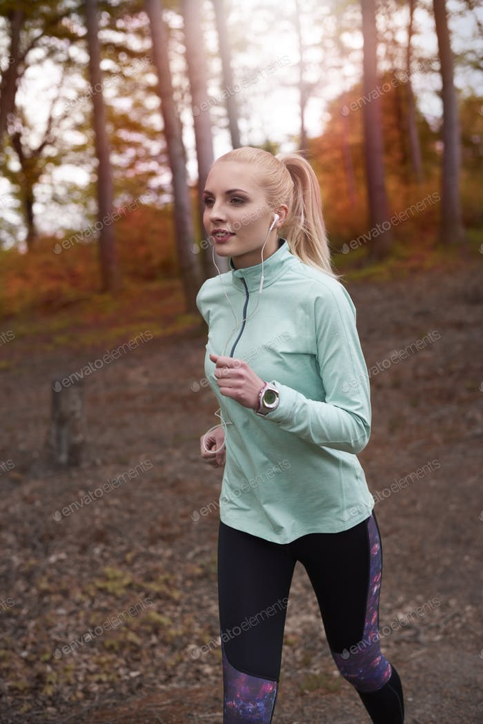 Woman jog to be always is shape