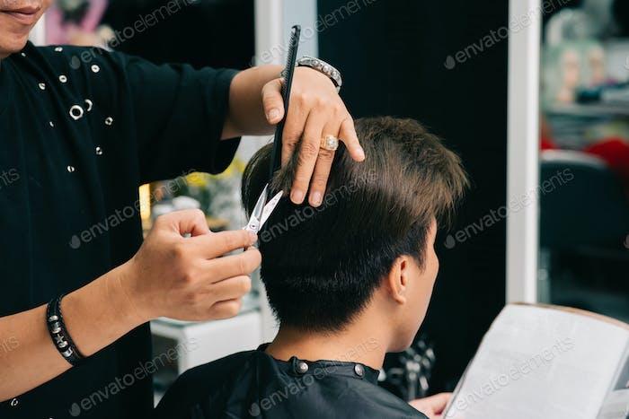 Arbeiten am Haarschnitt