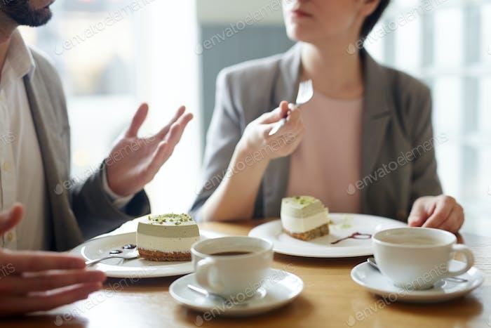 Konversation durch Dessert