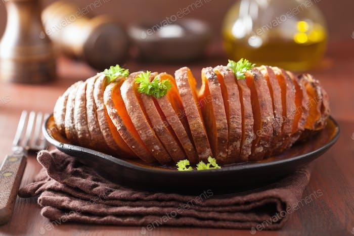 Gebackene Hasselbackkartoffel