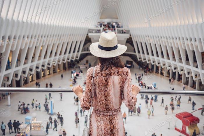 Joven turista en el World Trade Center de Nueva York