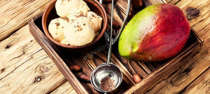 Ice cream with mango flavor