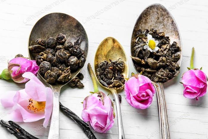 Tea spoons with tea leaves