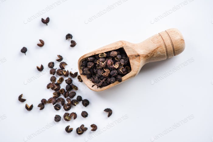 wooden spoon with Tibetan Timut Pepper