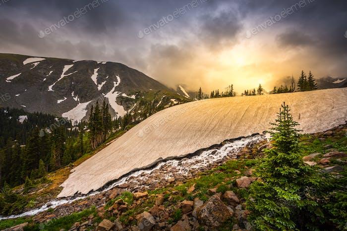 Schmelzender Gletscher Schnee in der Nähe des Sees Isabelle