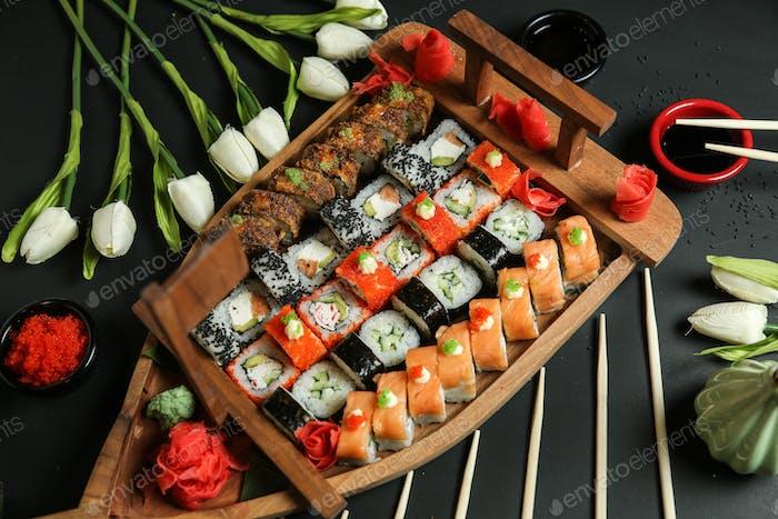 sushi set philadelphia cappa maki crab maki tempura ginger side view