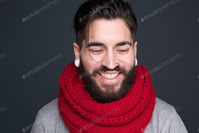 Moderner Mann lächelnd